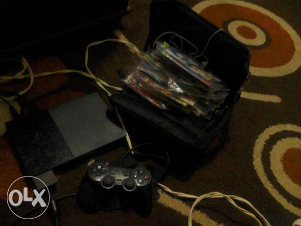Ps2 with more than 60 cd and 1 controller and memory card