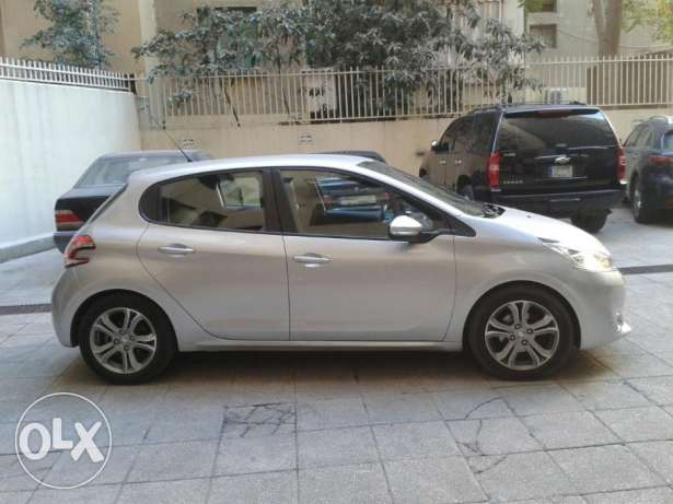 .Peugeot 208 Model 2013 Lebanese. Single Owner Excellent Cond.19000km راس  بيروت -  2