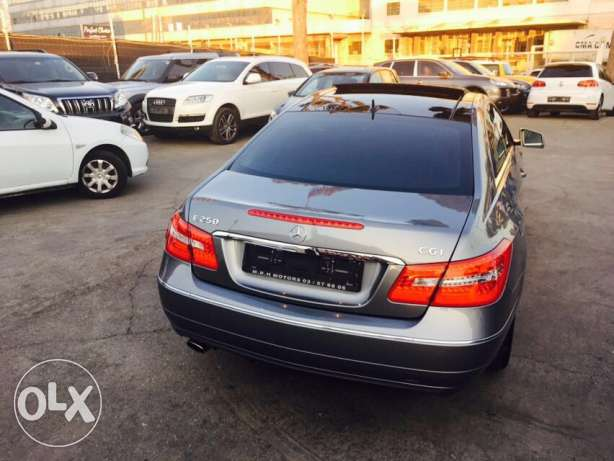 Mercedes E250 Gray/Red 2010 Fully Loaded in Excellent Condition! بوشرية -  6