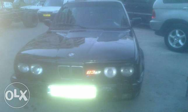 Bmw 325 86 look 90 kla عكار -  1