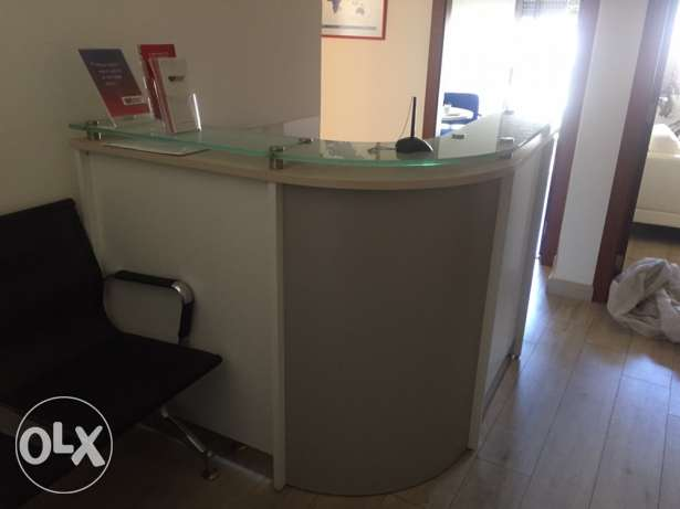 reception desk - excellent condition + chair