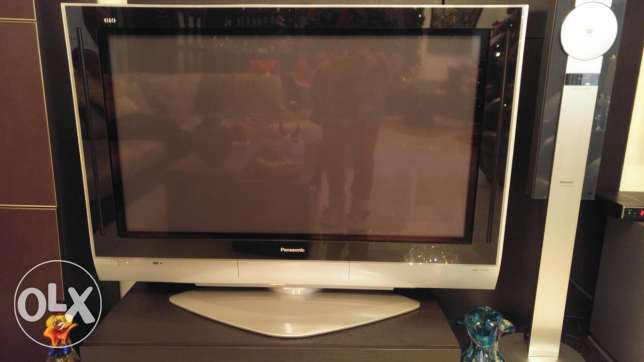 42 inch Panasonic TV, stand and base