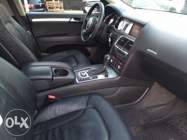 Audi Q7 2008 Silver Premium Package with Facelift Like New! بوشرية -  8