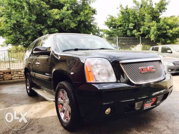 GMC Denelie years 2008 black