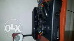 Xbox 360 + 2controllers + Kinect + 50games