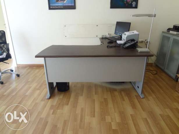 Desk Office with Chair راس  بيروت -  2