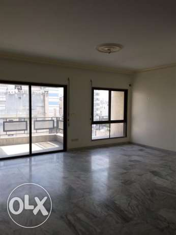 Zareef: 200m2 Apartment for rent