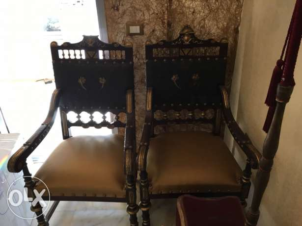 2 Genuine Luxurious leather antique armchairs