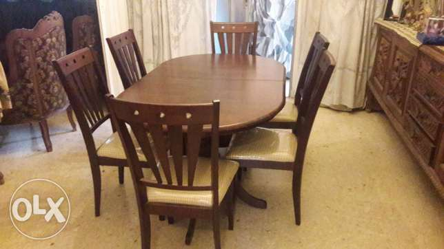 Brand new dining table with its chairs