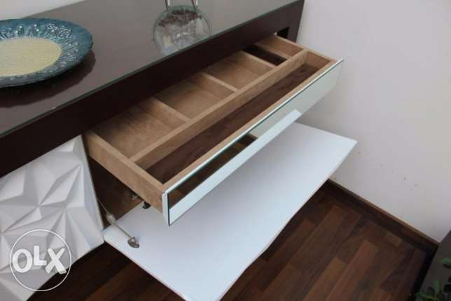 Modern Salon Wooden Commode راس  بيروت -  3