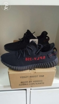 YEEZY BOOST 350 V2 ADIDAS size 44 or 9.5