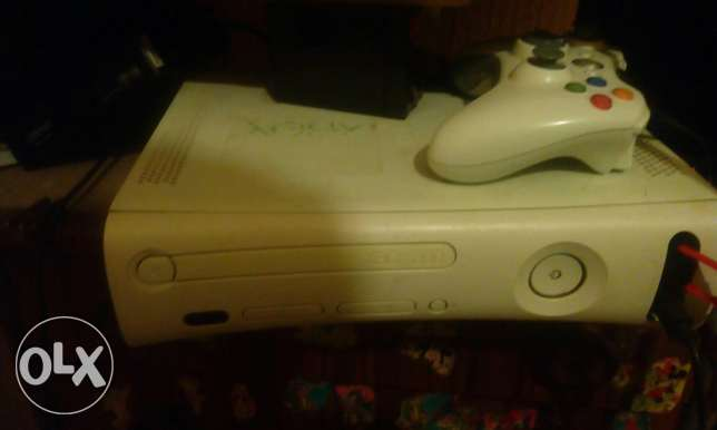 Xbox363 for sell ktir ndifeh ma3 maskten w sharj lal maskeh w 10 games الشوف -  1