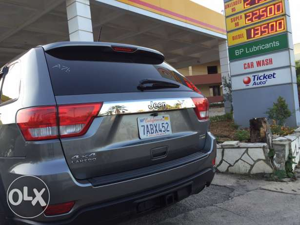 2012 extra clean grand Cherokee navigation plus rear view camera البترون -  4
