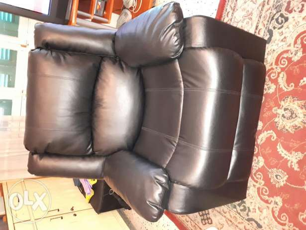 Recliner Very Good condition. Leather dark brown color