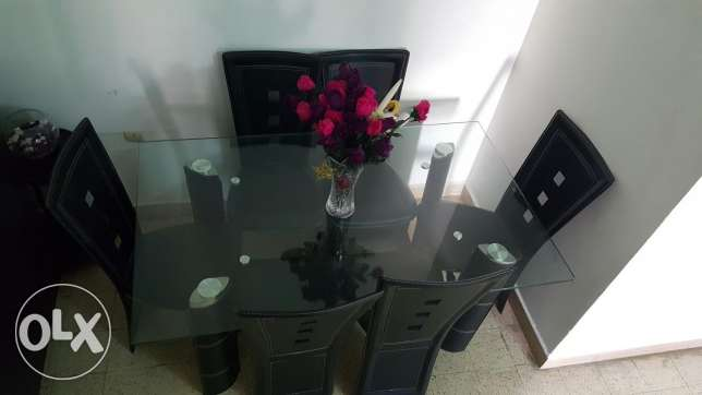 Table and 6 chairs الشياح -  1