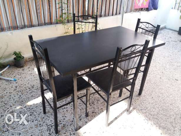 Table with chairs gor sale سن الفيل -  1