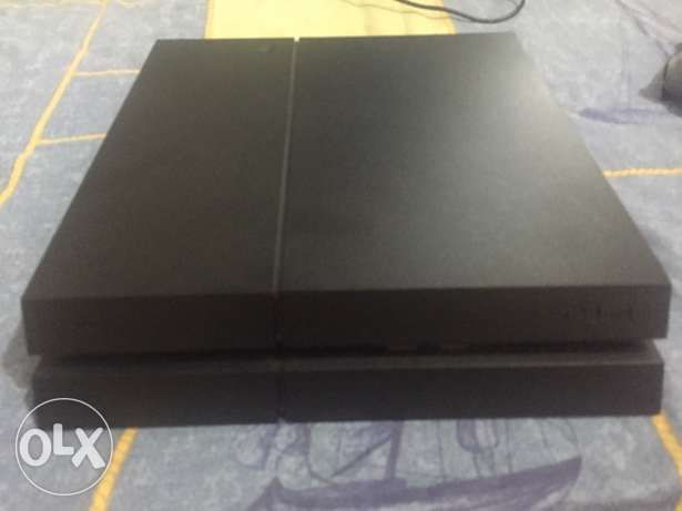 ps4 used 9 mnth 1 TB with 2 controllers /fifa17/fifa16/needforspeed/