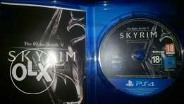 Skyrim Ps4 like new for sale