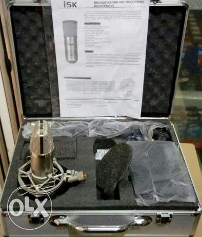 3 cardioc condenser microphone ISK with its stand and phantom power m