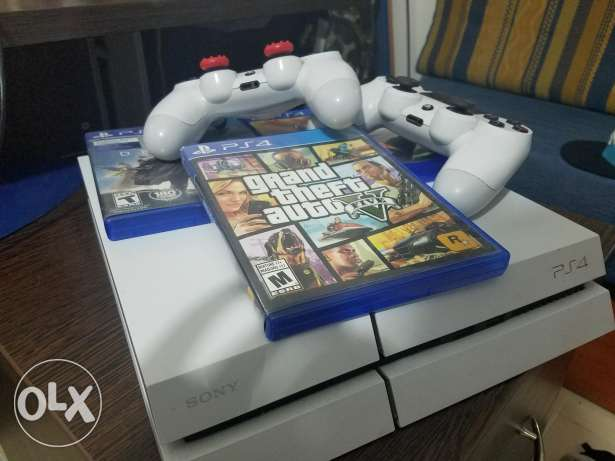 White PS4 barely used with 3 games