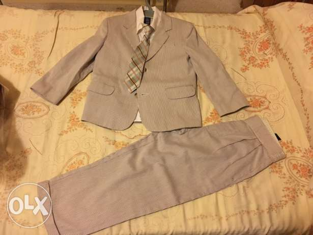 NAUTICA suit 4 pieces , for 6 years old