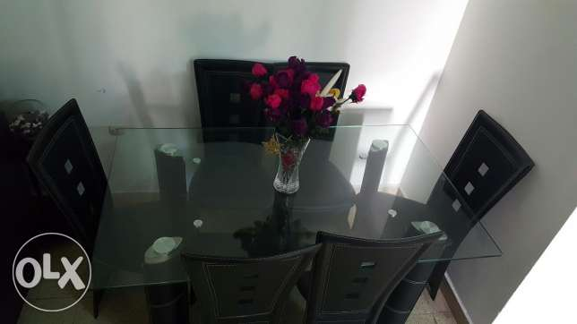 Table and 6 chairs الشياح -  2