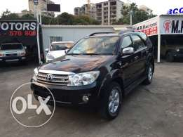 Toyota Fortuner 2011 Black V6 4.0 Liter Fully Loaded Like New!