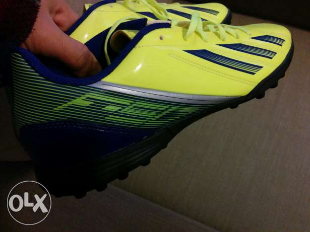 Addidas F5 football shoes المتن -  2