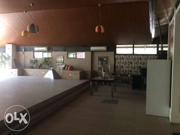 210 m resto/ showroom for rent