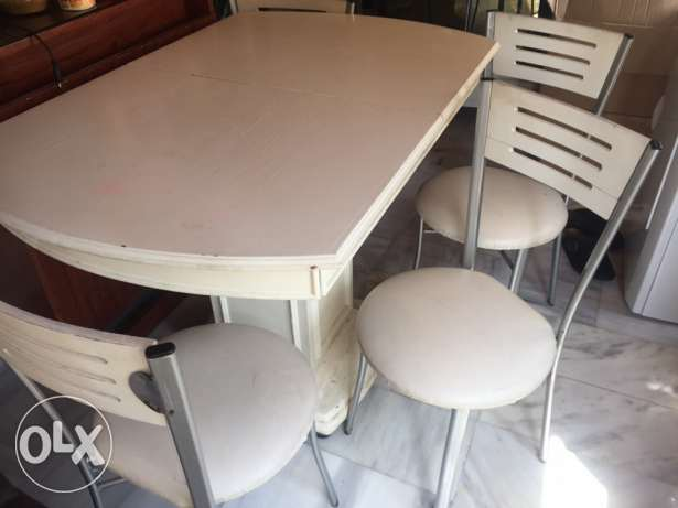 kitchen table and 5 chairs for sale