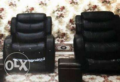 2 recliners lazy boy ( 350$ each )
