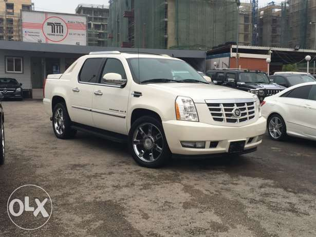 Cadillac Escalade EXT, Truck, 2007 white on black, Fully loaded !!!