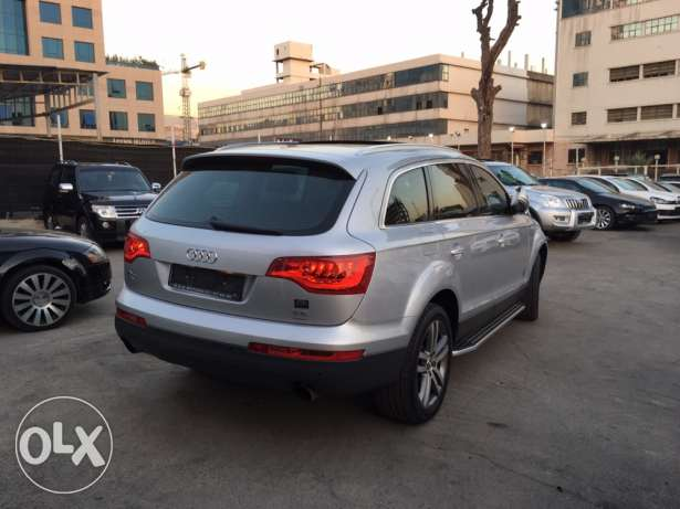 Audi Q7 2008 Silver Premium Package with Facelift Like New! بوشرية -  5