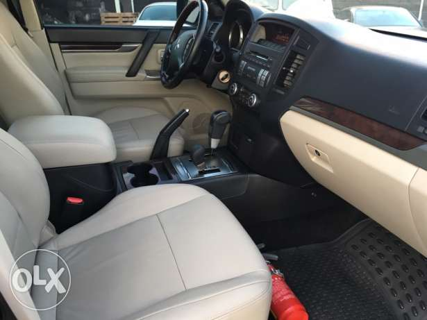 Mitsubishi Pajero 2010 Black Top of the Line in Excellent Condition! بوشرية -  7