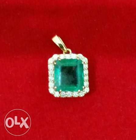 Natural emerald pendant with gold and diamonds