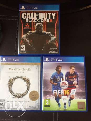 ps4 for sale white perfect condition 420$ 2 handles and 3 games راس  بيروت -  3
