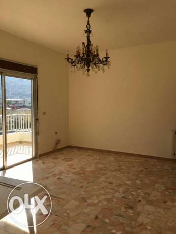 Zouk Mosbeh, Renovated, well-lit 185 sqm, 3 bd, spacious balconies