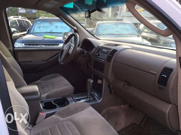 Nissan Pathfinder 2005 White in Excellent Condition! بوشرية -  7