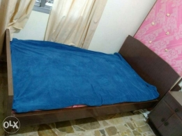Bed and bed-side Table تخت و كومودين
