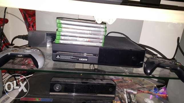 Xbox one 500gb storage,kinect, 7 games and 2 controllers