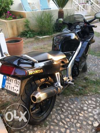 honda VFR 750 registered 1994. Excellent condition. المرفأ -  7