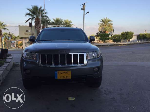 2012 extra clean grand Cherokee navigation plus rear view camera البترون -  6