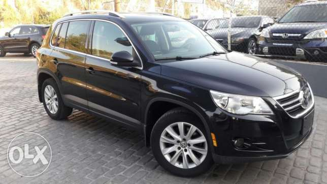 2009 Tiguan Volkswagen-Black-4cylinders-Navigation-Back camera- F.Op.