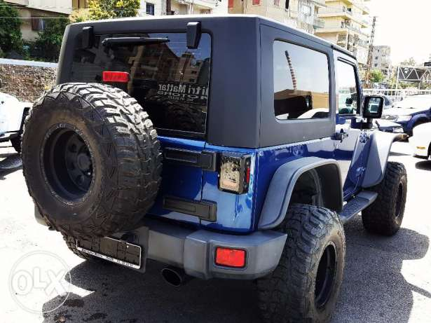2010 Surf Blue Wrangler Sahara in excellent condition