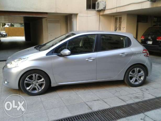 .Peugeot 208 Model 2013 Lebanese. Single Owner Excellent Cond.19000km راس  بيروت -  4