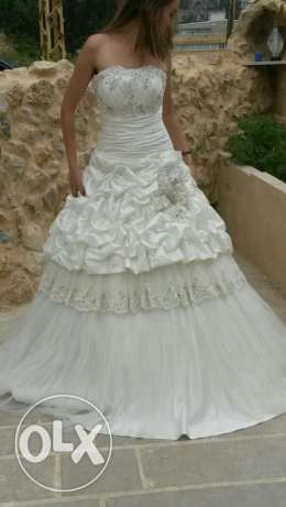 Wedding dress off white, you can fix the size up to you. New