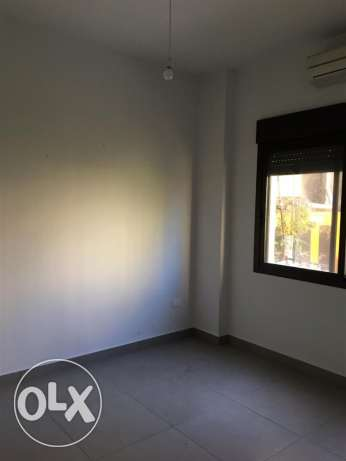 Ein Mrayseh: 90m apartment for rent ميناء الحصن -  4