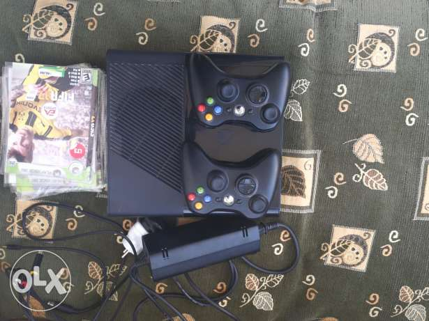Xbox 360 for sale , 2 controllers and 16 cds
