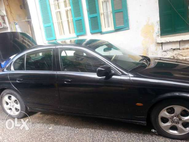 Jaguar 2002  black very good quality