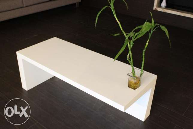 White Wooden Table راس  بيروت -  1
